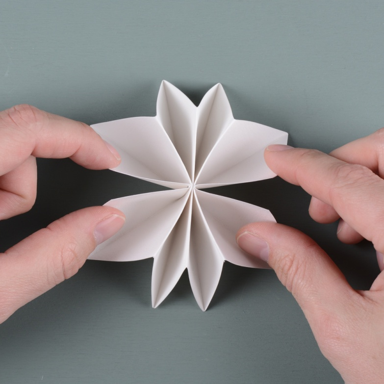 Unfold-to-flower-shape